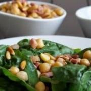 Mozzarella croustillante & pancetta sur lit d'épinards